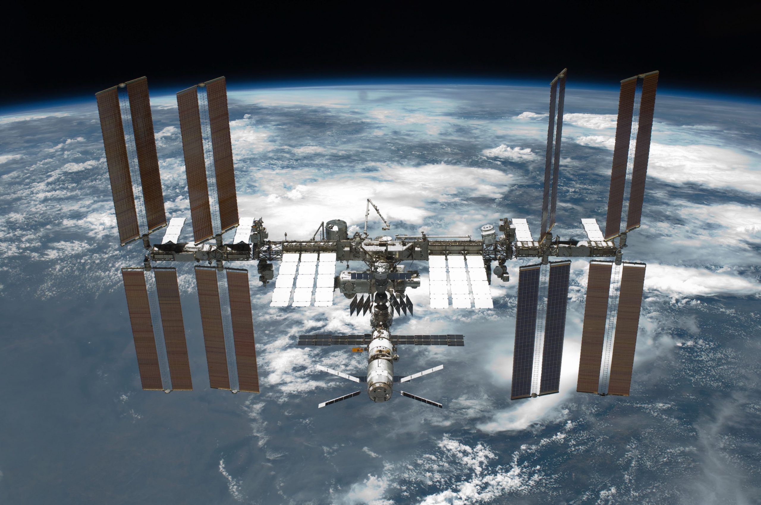 4096px-STS-134_International_Space_Station_after_undocking